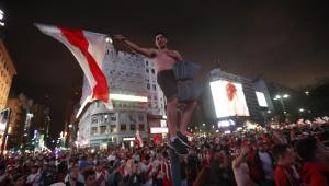 Com confusão e muita festa, torcida do River toma as ruas de Buenos Aires após tetra