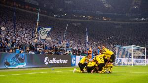 Borussia Dortmund vence clássico e mantém vantagem na liderança do Alemão