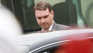 Flávio Bolsonaro teria alegado foro privilegiado ao pedir suspensão de apurações do Caso Queiroz
