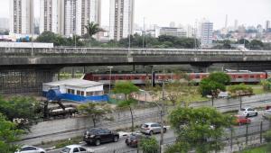 Impasse de mais de 20 anos entre Prefeitura de SP e DER impede manutenção de viaduto que cedeu