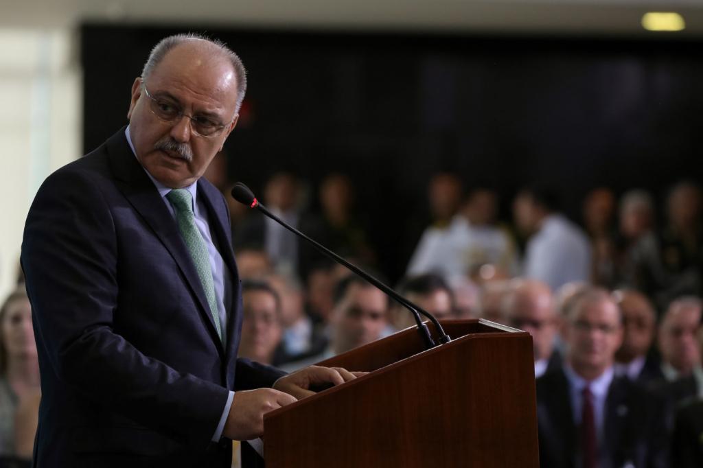 Etchegoyen diz que uso de carro aberto dependerá de Bolsonaro: 'Vamos deixar a surpresa para a festa'