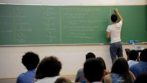 Base Comum Curricular estabelece o que o estudante tem direito de aprender, diz secretária do MEC