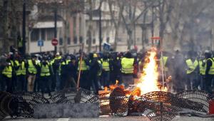 Mais de 1,2 mil franceses seguem presos após manifestações do fim de semana