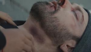 Eminem é esfaqueado e morto em clipe violento de 'Good Guy'