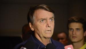 Bolsonaro promete discutir porte e redução de idade mínima para compra de armas