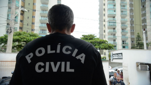 Polícia Civil detém suspeito de matar turista em Arraial do Cabo; ele estava em clínica psiquiátrica