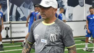 Santos enfrenta adversário sem ritmo de jogo e busca título que consagrou Sampaoli