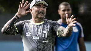 Sampaoli critica protesto da torcida e vê pouca chance de título no Brasileirão