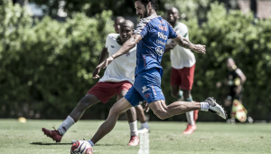 Santos vence jogo-treino com gol de Bryan Ruiz