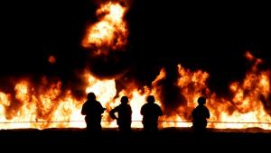 Incêndio em duto de gasolina deixa 66 mortos no México; fogo foi causado por furto de combustível