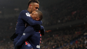 Neymar posta foto com Mbappé durante jogo do PSG contra Real Madrid