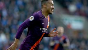 Danilo faz gol e ajuda Manchester City a ficar na cola do Liverpool