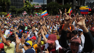 Multidão toma as ruas de cidades da Venezuela em protestos contra Maduro
