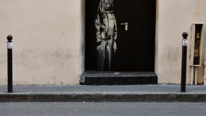 Obra de Banksy em homenagem a vítimas de atentado é roubada em Paris