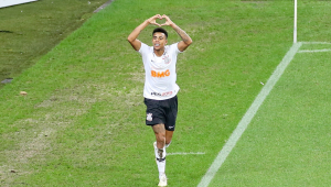 Gustavo renova com o Corinthians até 2022: 'É onde eu queria estar'