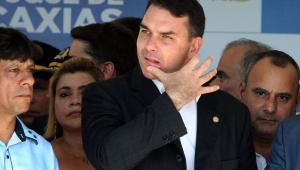 Felipe Moura Brasil: Flávio Bolsonaro fala de sua conta e deixa a de Queiroz para o ex-assessor