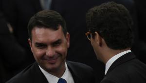 PT pode entrar com pedido de CPI para investigar Flávio Bolsonaro