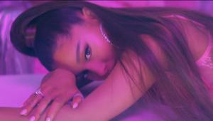 Ariana Grande iguala marca dos Beatles e emplaca três músicas no topo do ranking da Billboard