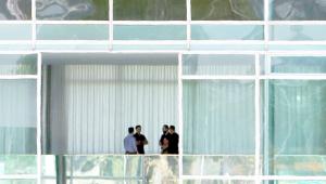 Jair Bolsonaro se reúne com filho e chanceler antes de viajar a Davos