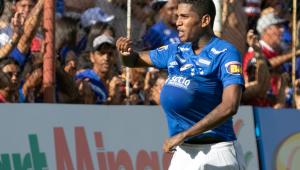 Raniel substitui Fred em cima da hora e faz 2 gols na vitória do Cruzeiro