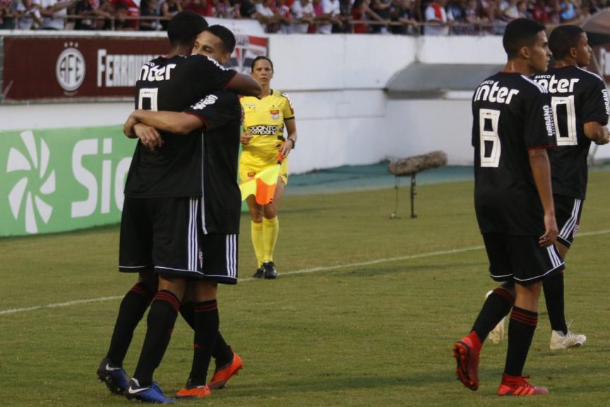 Atacante brilha, marca três vezes e São Paulo avança na Copinha