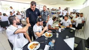 Jogadores de Corinthians e Santos almoçam juntos antes de clássico