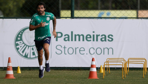 Ainda em recuperação, Ricardo Goulart faz primeiro treino físico em campo