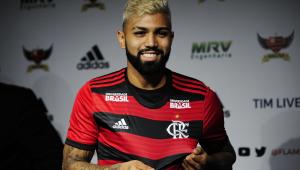Gabigol é apresentado e fala em ser campeão com a camisa do Flamengo
