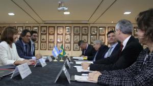 Brasil e Argentina revisarão tratado de extradição entre os dois países, diz Moro