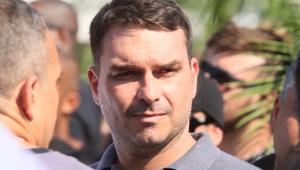 Pedido de Flávio Bolsonaro sobre foro privilegiado 'cheira muito mal', afirma Kim Kataguiri