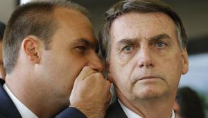 Jair Bolsonaro se reúne com o filho Flávio após entrevista sobre foro
