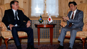 Bolsonaro se reúne com primeiro-ministro do Japão em Davos