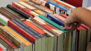 Poema de Fernando Pessoa é censurado em livro escolar por palavras chulas