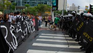 Protesto contra reajuste da tarifa do transporte tem confusão com a PM