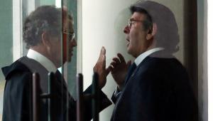 Pedido de Flávio Bolsonaro para declarar ilegais provas contra Queiroz caberá a relator, decide Fux