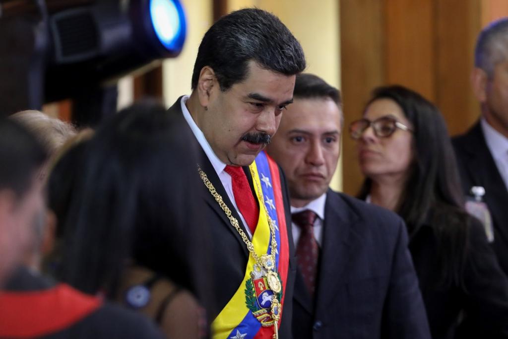 Em meio a novo apagão, Maduro admite negociação com os EUA