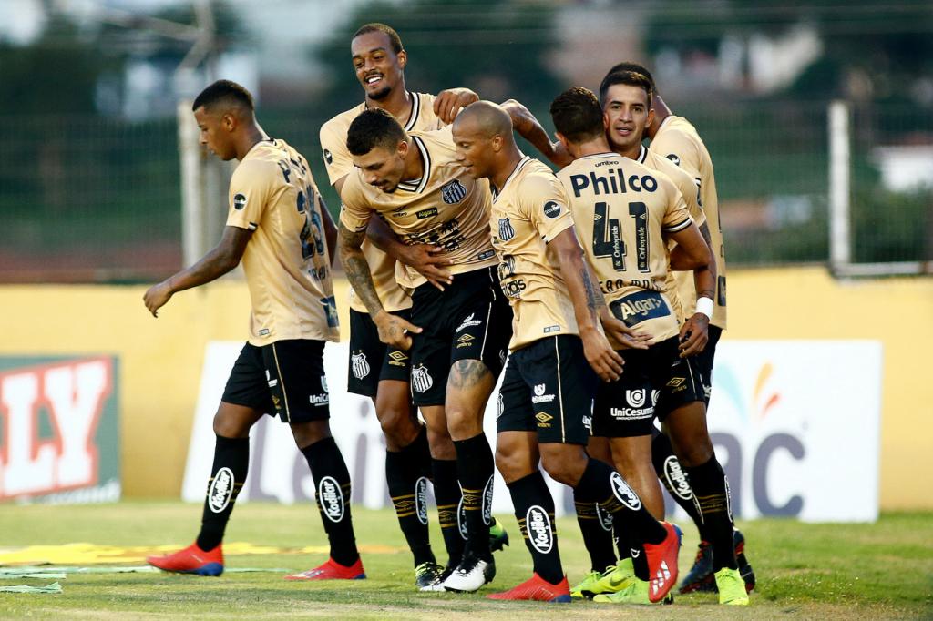 be5880410 Santos goleia o Bragantino fora de casa e mantém 100% de aproveitamento