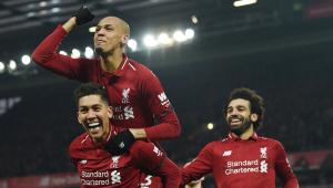 Liverpool vence com gol de Firmino, e Manchester United conquista 7ª vitória seguida