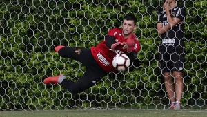 Tiago Volpi reencontra rival que o fez subir de patamar e 'ganhar moral' no São Paulo