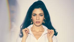 Marina anuncia álbum duplo para abril