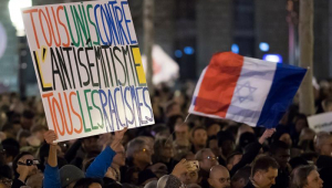 Franceses saem às ruas para protestar contra crescimento do antissemitismo