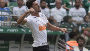 Boselli diz que Danilo Avelar merece chance na Seleção Brasileira