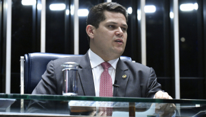 Como presidente em exercício, Alcolumbre anuncia ida ao Nordeste