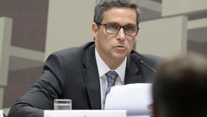 Trocar inflação sob controle por crescimento é 'voo de galinha', diz Campos Neto