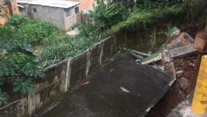 Parte do solo de condomínio residencial cede na zona leste de SP