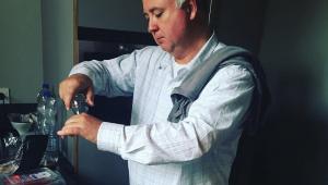 'Homem na cozinha de restaurante sempre foi valorizado, mas na de casa não', diz chef Daniel Bork