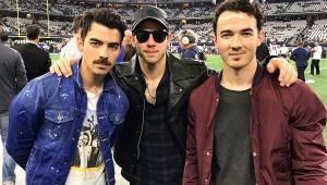 De volta! Jonas Brothers preparam retorno seis anos após fim do grupo