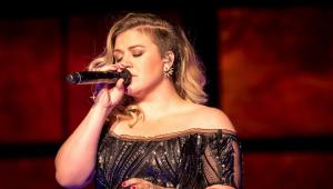 Kelly Clarkson solta a voz em cover de 'Shallow'; assista