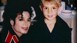 Família de Michael Jackson processa HBO em US$ 100 milhões por documentário controverso