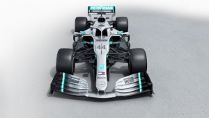 Mercedes muda detalhes na pintura e busca igualar recorde da Ferrari